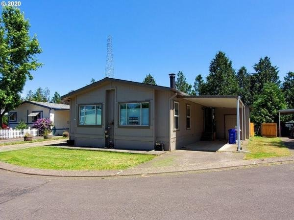 1985 SILVER CREST Mobile Home For Rent