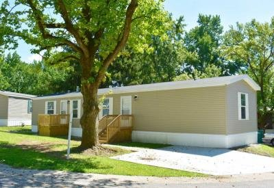 Mobile Home at 3725 N. Peoria Road Site 33 Springfield, IL 62702