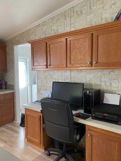 Dedicated Desk/Office Area
