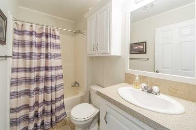 Guest Bathroom with Tub/shower