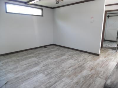 Mobile Home at 28803 Glenwood Flat Rock, MI 48134