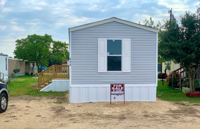 Front of home for sale in Giddings