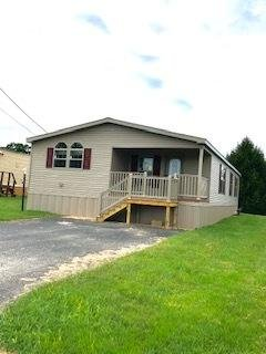Photo 4 of 13 of home located at 198 Country Ridge Drive York, PA 17408