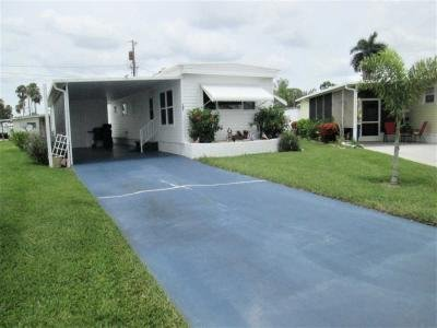 Mobile Home at 121 Shoreland Drive Fort Myers, FL 33905