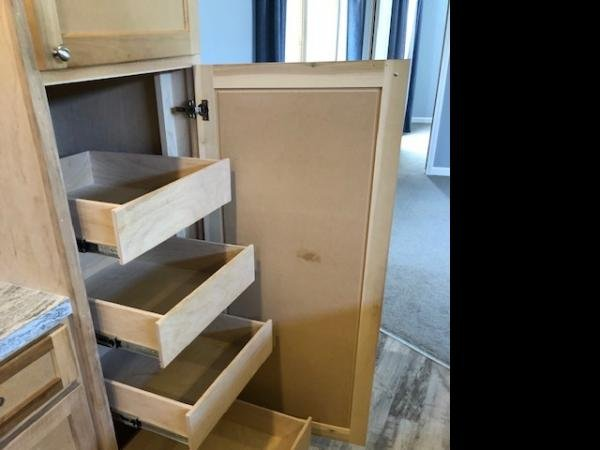 Custom-made pull-out drawers