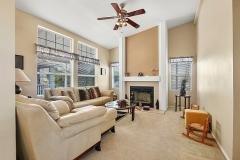 Sitting area w/fireplace