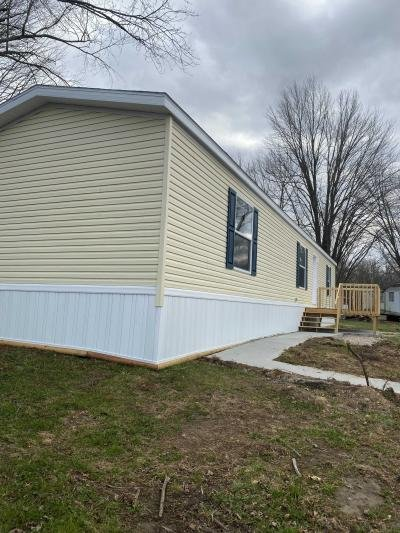 Mobile Home at 10610 East St Rt 762 #67 Lockbourne, OH 43137