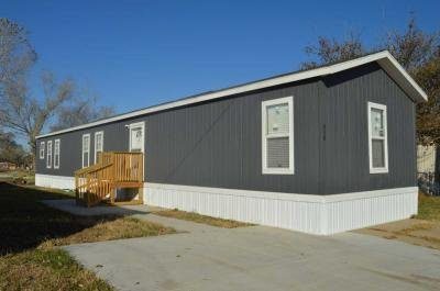Mobile Home at 130 S Greenwich Rd Lot 338 Wichita, KS 67207