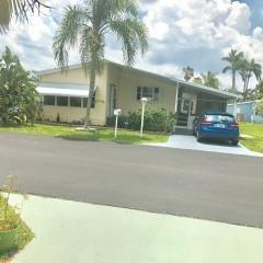 Photo 2 of 15 of home located at 6157 Seahore Drive Lantana, FL 33462