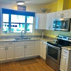Photo 4 of 15 of home located at 6157 Seahore Drive Lantana, FL 33462