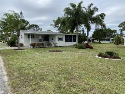 Mobile Home at 10854 Lakewood Shores Cir North Fort Myers, FL 33903