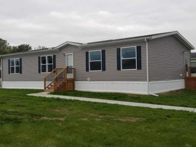 Mobile Home at 551 Roslyn Temperance, MI 48182
