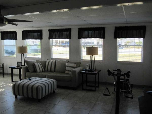 Town and Country Mobile Home For Sale