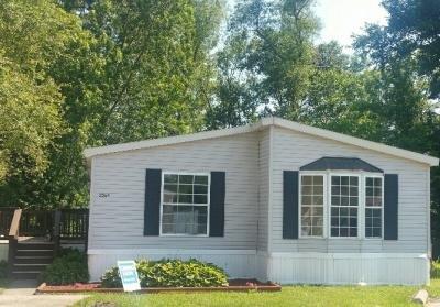 Mobile Home at 3526 45th Avenue Lot 313 Moline, IL 61265