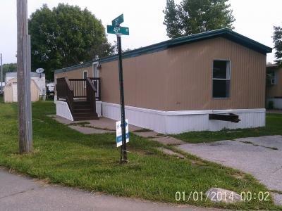 Mobile Home at 3501 45th Avenue Lot 330 Moline, IL 61265