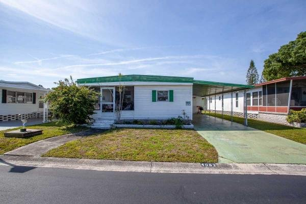 Photo 1 of 2 of home located at 2001 83rd Ave Unit 4082 Saint Petersburg, FL 33702