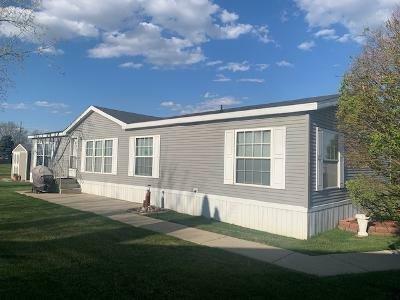 Mobile Home at 45825 Carousel Ct Macomb, MI 48044