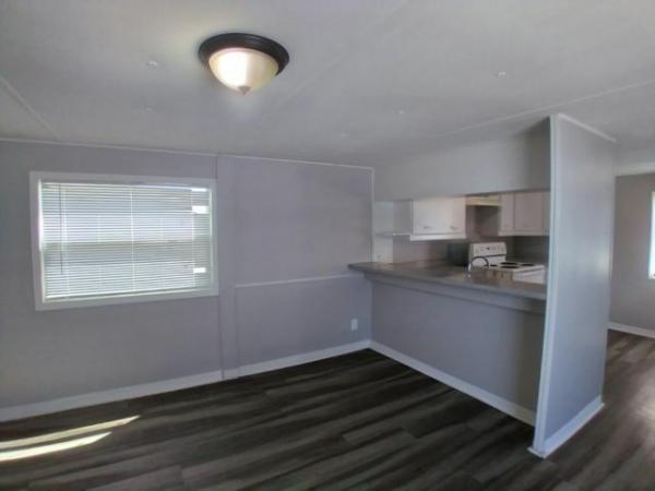 COMMODORE Mobile Home For Sale