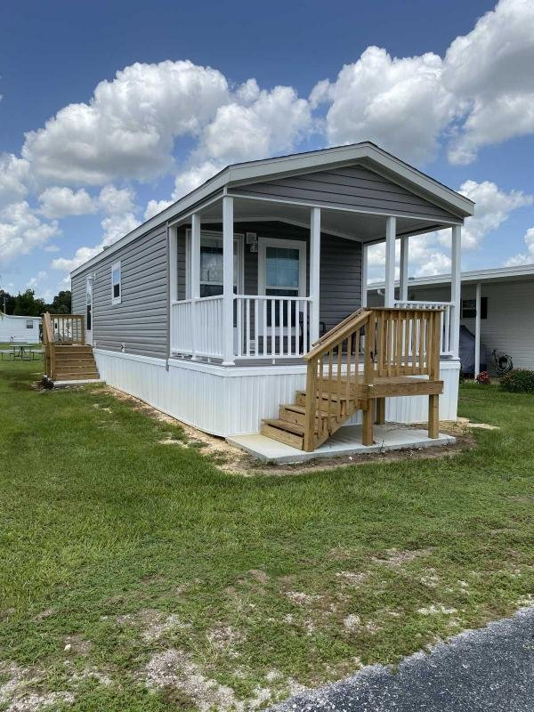 Photo 1 of 2 of home located at 12645 Morning Dr Lot 227 Dade City, FL 33525
