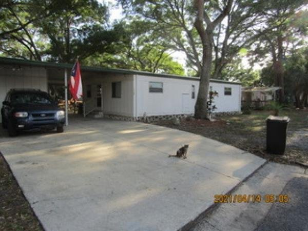 Photo 1 of 2 of home located at 7001 142nd Avenue, Lot 324 Largo, FL 33771