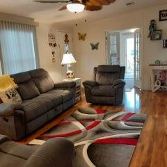Photo 2 of 12 of home located at 6941 NW 43rd Ave Coconut Creek, FL 33073
