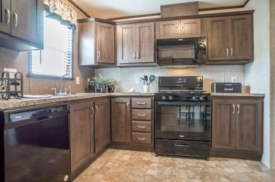 Mobile Home at 46591 Cheylade Dr, Site #1197 Macomb, MI 48044