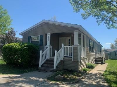 Mobile Home at 49632 Au Lac Dr E Chesterfield, MI 48051