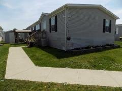 Photo 4 of 47 of home located at 25811 Loudon Dr Brownstown, MI 48134