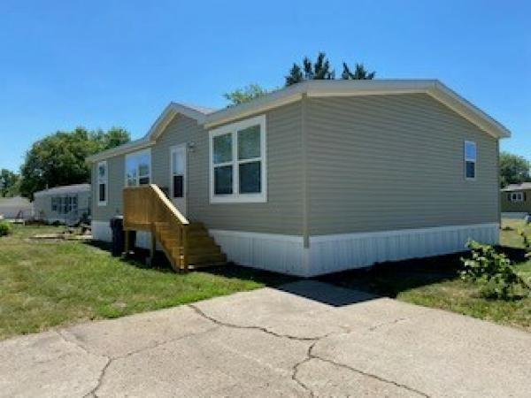 Photo 1 of 2 of home located at 4333 Parkridge Ave. #120 Pleasant Hill, IA 50327