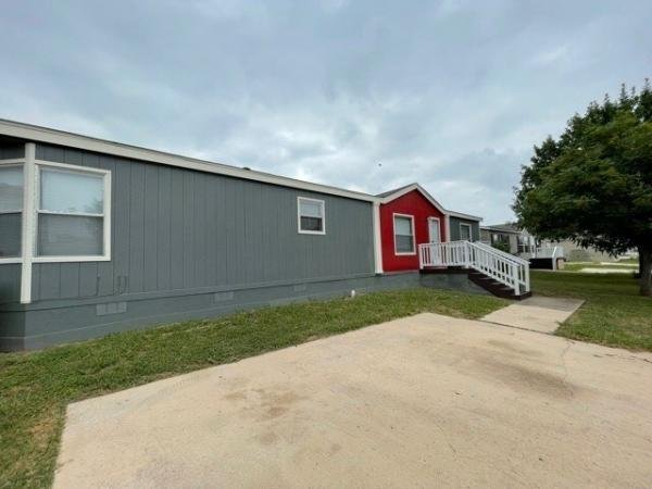 2001 REDMAN HOMES INC Mobile Home For Sale