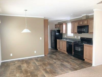 Mobile Home at 40041 N Cornwall Cir Sterling Heights, MI 48310