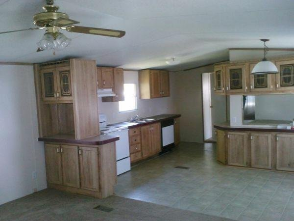 1994 CMH MANUFACTURING INC Mobile Home For Sale