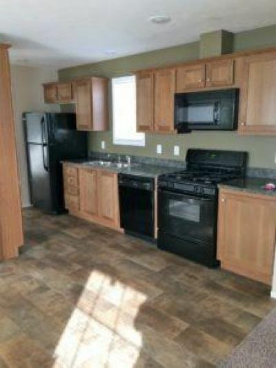 Mobile Home at 40050 N Cornwall Cir Sterling Heights, MI 48310