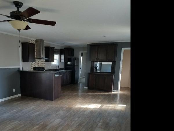 2014 CMH MANUFACTURING INC Mobile Home For Rent