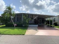 Photo 4 of 33 of home located at 422 Cobia Venice, FL 34285