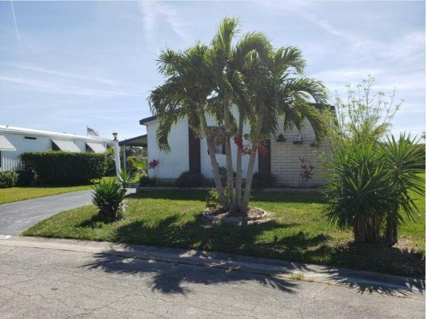 Photo 1 of 2 of home located at 8775 20th Street Lot 265 Vero Beach, FL 32966