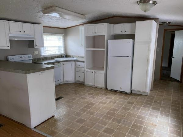 2005 CMH MANUFACTURING INC Mobile Home For Sale