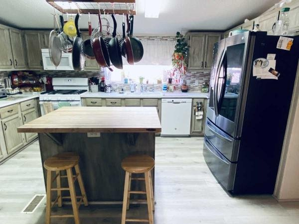 2001 CLAYTON HOMES Mobile Home For Sale