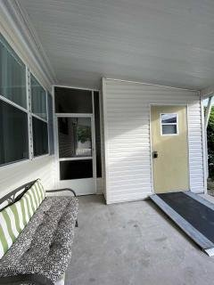 Photo 4 of 33 of home located at 3513 Zephyr Lane Valrico, FL 33594