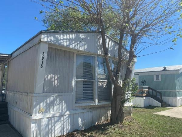 1999 CMH MANUFACTURING INC Mobile Home For Sale