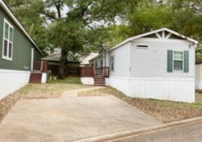 Mobile Home at 996 Royal Circle Arlington, TX 76017