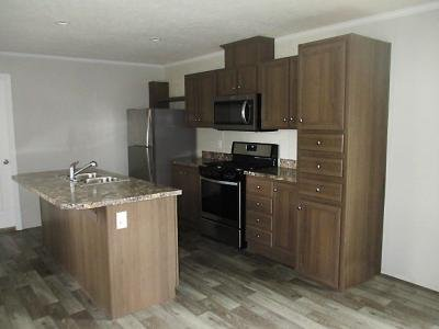 Mobile Home at 915 Olive Ave Union City, IN 47390