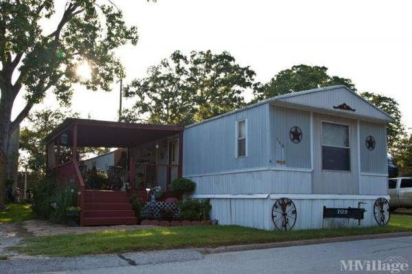 Photo of Towne Oaks Mobile Home Park, Weatherford, TX