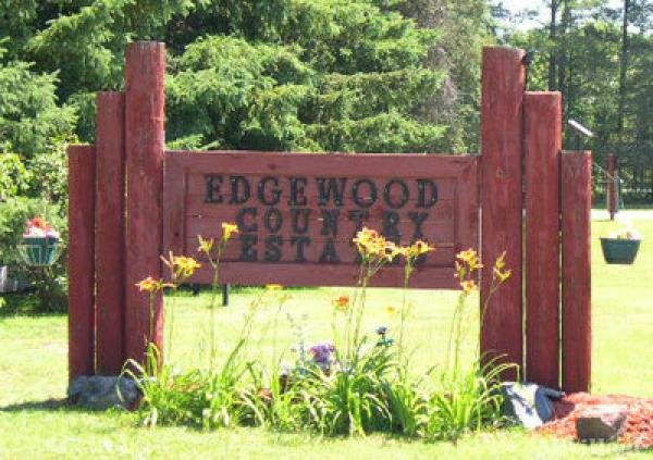 Edgewood Country Estates Mobile Home Park in Mosinee, WI