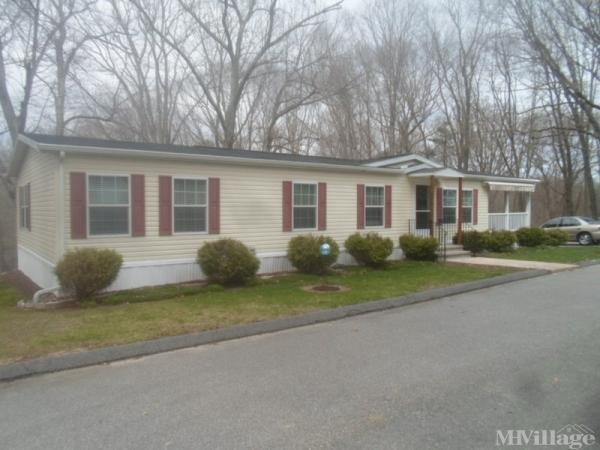 Oakridge View Mobile Home Park in Montville, CT