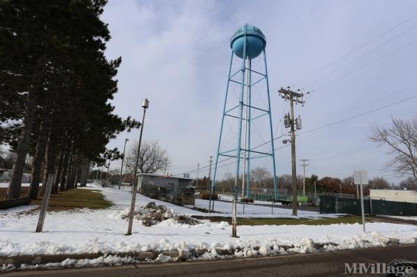 Parkview Cooperative Mobile Home Park in Circle Pines, MN
