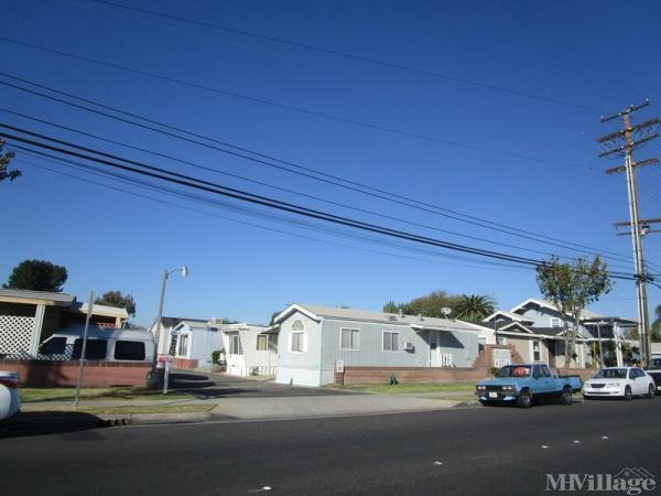 Bellwood MHP Mobile Home Park in Bellflower, CA