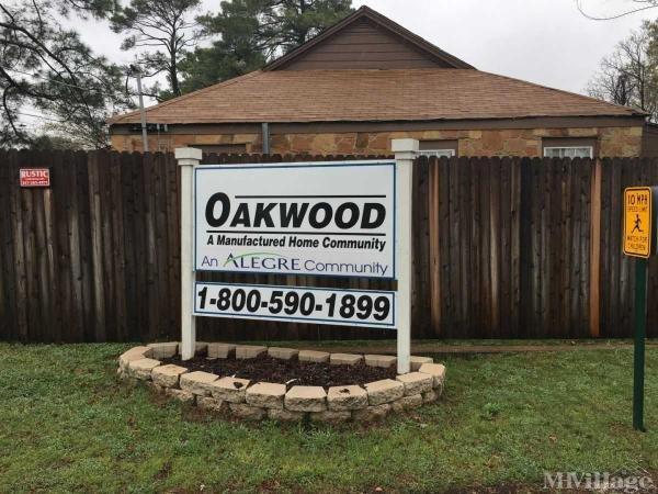 Oakwood Mobile Home Park in Arlington, TX