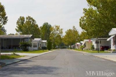 Orangewood Lakes Mobile Home Community