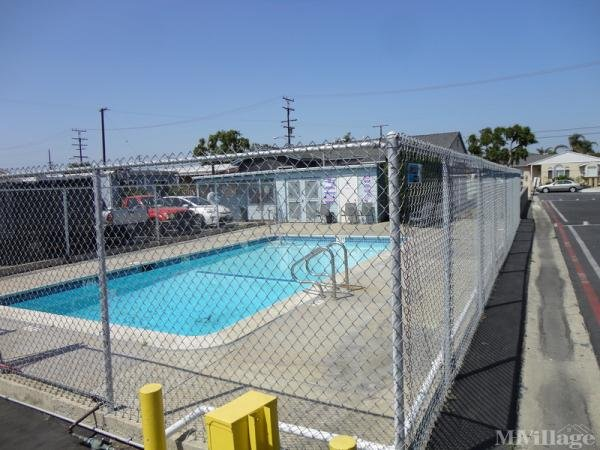 Photo of Shangri Lodge Mobile Home Park, Carson, CA